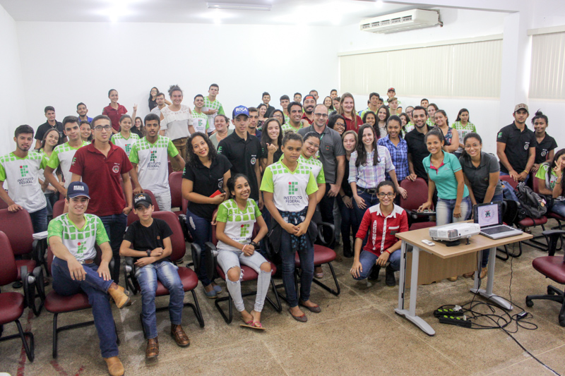 Acadêmicos de Colorado participam de palestra sobre bem estar animal