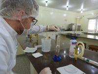 Campus_Ji-Paraná_-_Produção_de_álcool_em_gel_1